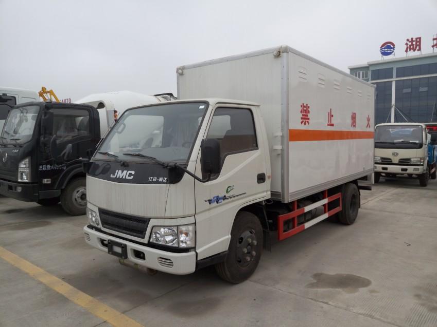 润之星牌SCS5040XRQJX江铃易燃气体厢式运输车